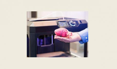 3D printer makes a heart model